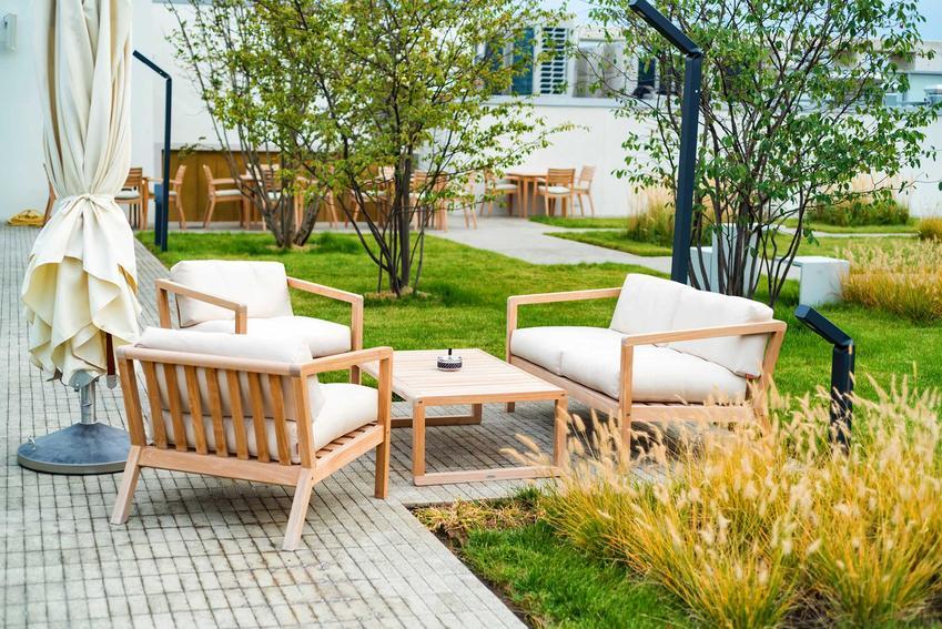 Nowoczesne meble ogrodowe, w tym meble tarasowe i nowoczesne krzesła ogrodowe, rodaje, materiały i opinie