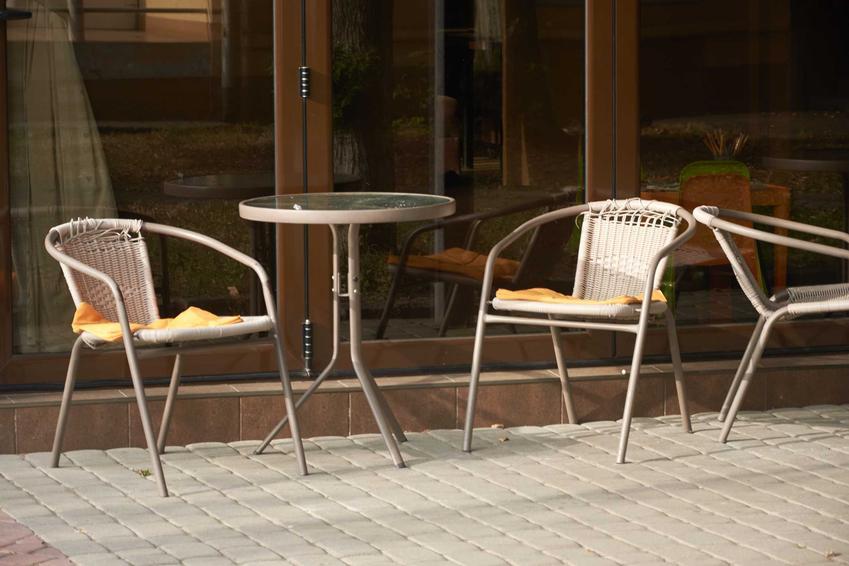 Aluminiowe meble ogrodowe na tarasie, w tym meble ogrodowe w Ikea i meble ogrodowe Jysk oraz opinie o producentach i ceny