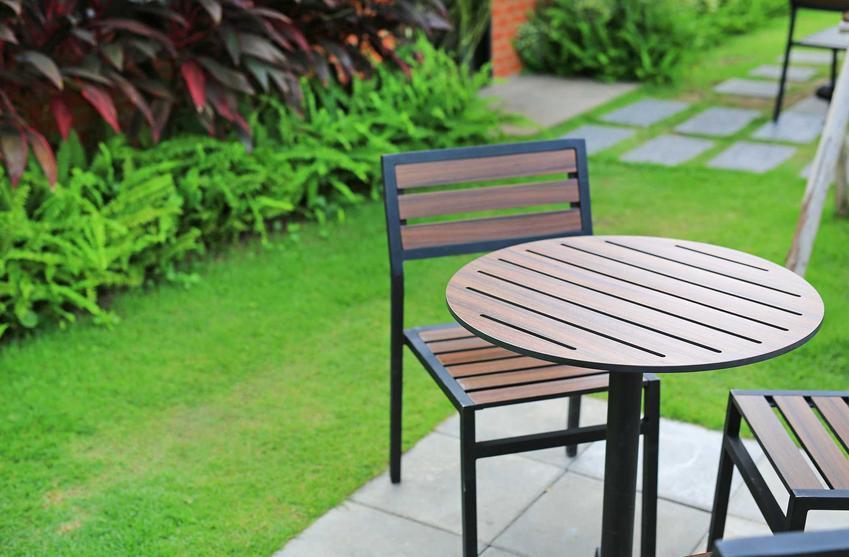 Aluminiowe meble ogrodowe, stół i krzesła, na przykład meble ogrodowe w Ikea i meble ogrodowe OBI oraz propozycja sklepu Jysk