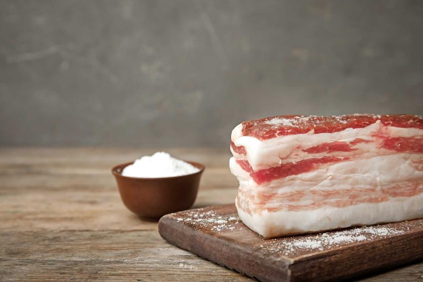 Peklowanie boczku i peklowanie mięsa do wędzenia, w tym peklowanie mięsa na sucho i peklowanie na mokro