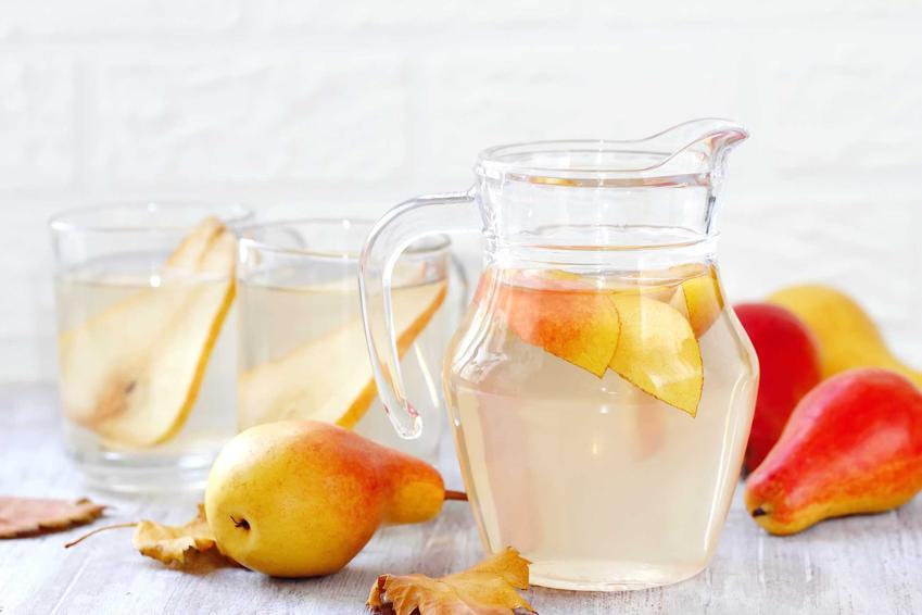 Kompot z gruszek w szklankach i dzbanku oraz przpeis na kompot gruszkowy do słoików na zimę i do bezpośredniego spożycia