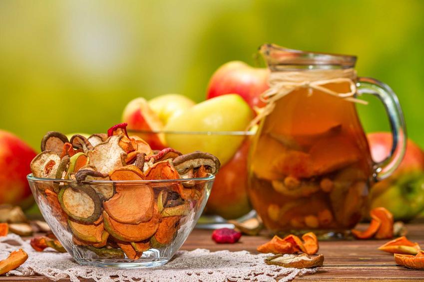 Kompot z suszonych owoców, czyli wigilijny kompot i przepis na kompot z suszonych śliwek i jabłek podawany w święta