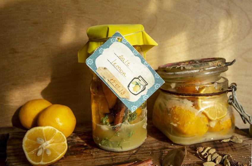 Kiszone cytryny w słoikach z Maroko oraz przepis na marynowene cytryny, a także solone cytryny i ich przygotowanie krok po kroku