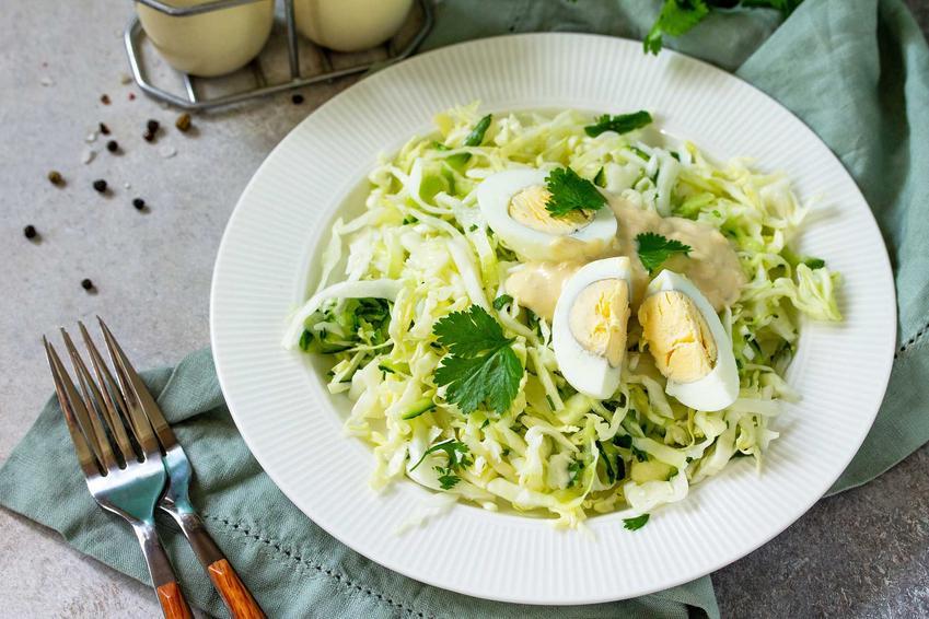 Sałata ze śmietaną i jajkiem, a także sałata masłowa do obiadu i zielona sałata w śmietanie oraz inspirujące przepisy
