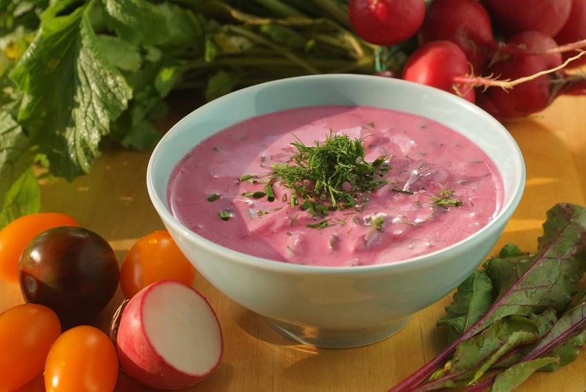 Chłodnik z buraków oraz inne przepisy kulinarne na buraki, jak sałatka z buraków, kiszone buraki, pieczone buraki