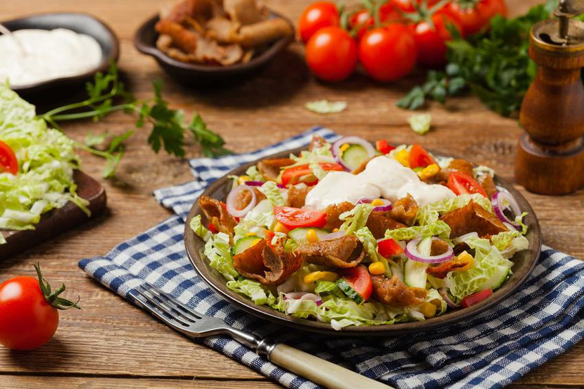 Sałatka gyros z kapusty pekińskiej, czyli dobra sałatka z kapusty pekińskiej i surówka z kapusty pekińskiej