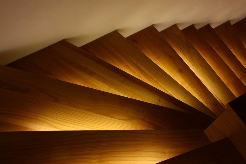 Oświetlenie schodów – czujniki ruchu jako gwarancja automatyzmu