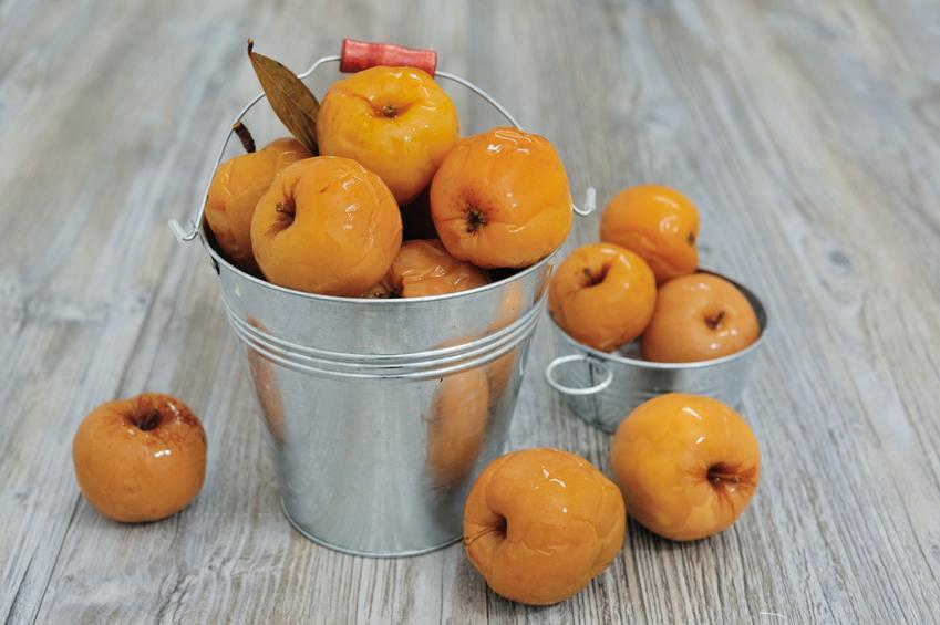 Przepis na jabłka kiszone w słoikach, czyli kiszone jabłka krok po kroku