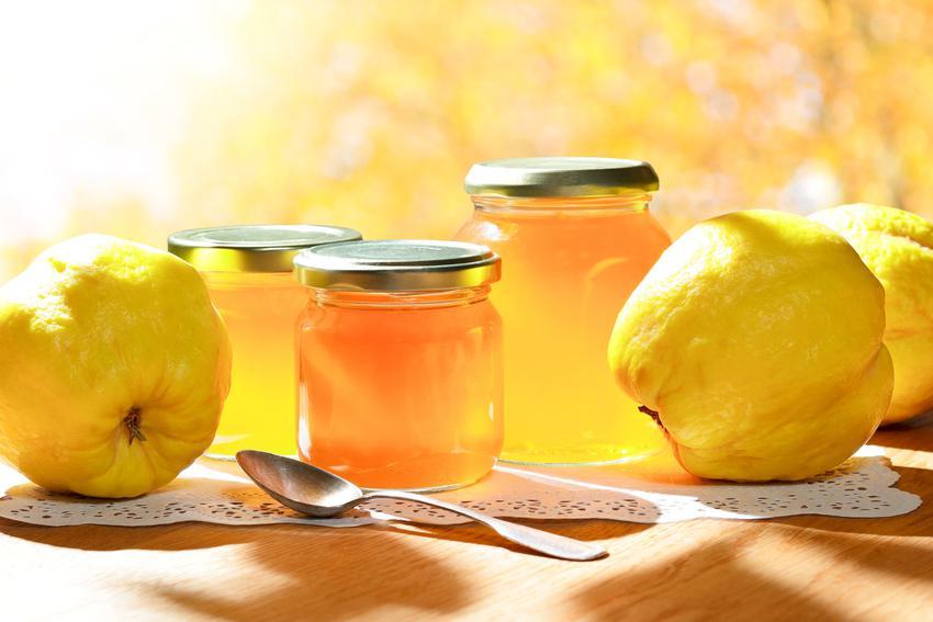 Konfitura z pigwy do herbaty w słoikach i świeże owoce, a także pigwa na zimę krok po kroku