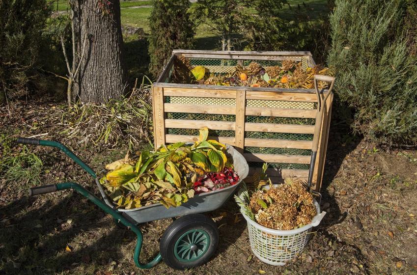 Kompostownik z palet w ogrodzie, a także na czym polega kompostowanie na działce