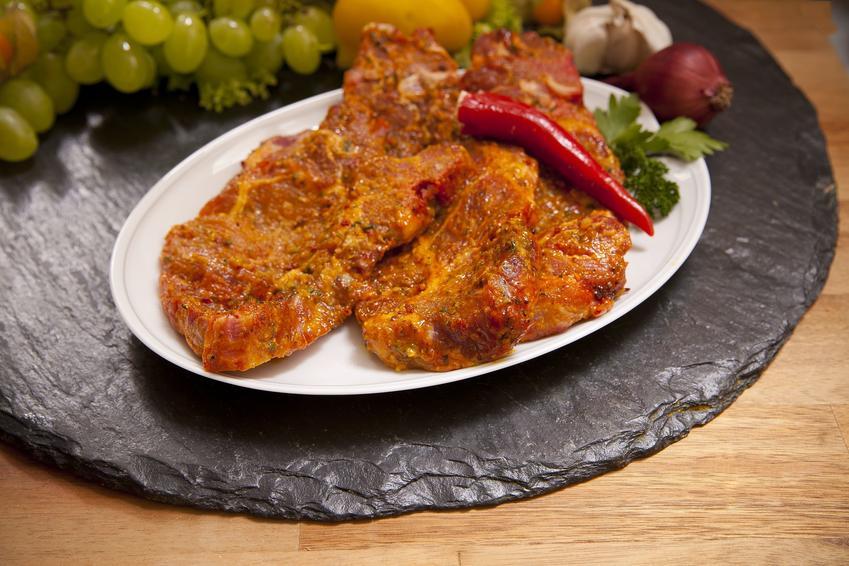 Zamarynowane mięso karkówki, a także marynata do karczku, przepis na marynowany karczek