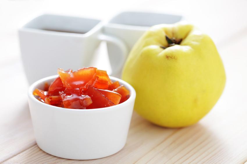Pigwa w syropie i owoc pigwy oraz przepis na pigwę w syropie do herbaty