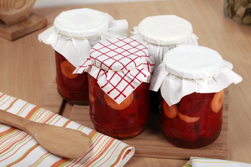 Kiszona papryka w zawekowanych słoikach, a także przepisy na kiszenie papryki