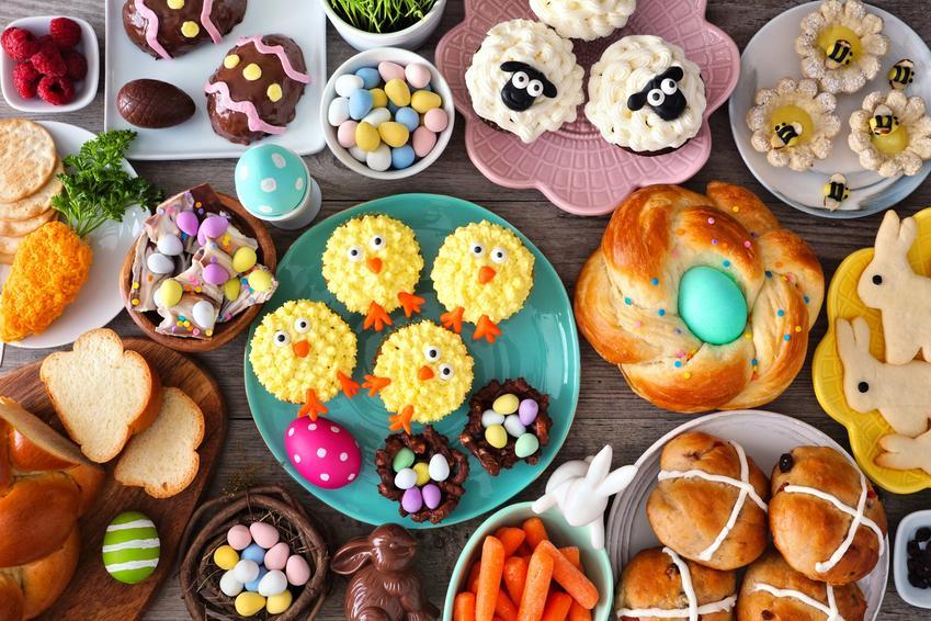 Pięknie nakryty stół wielkanocny oraz dania wielkanocne, potrawy na wielkanoc, przepisy na wielkanoc