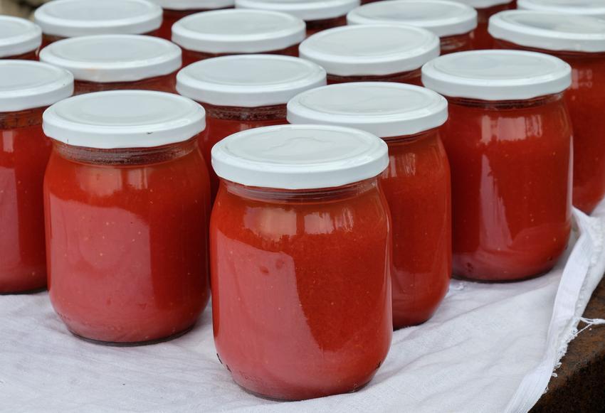 Przecier pomidorowy w słoikach, a także przepis na domowy przecier z pomidorów