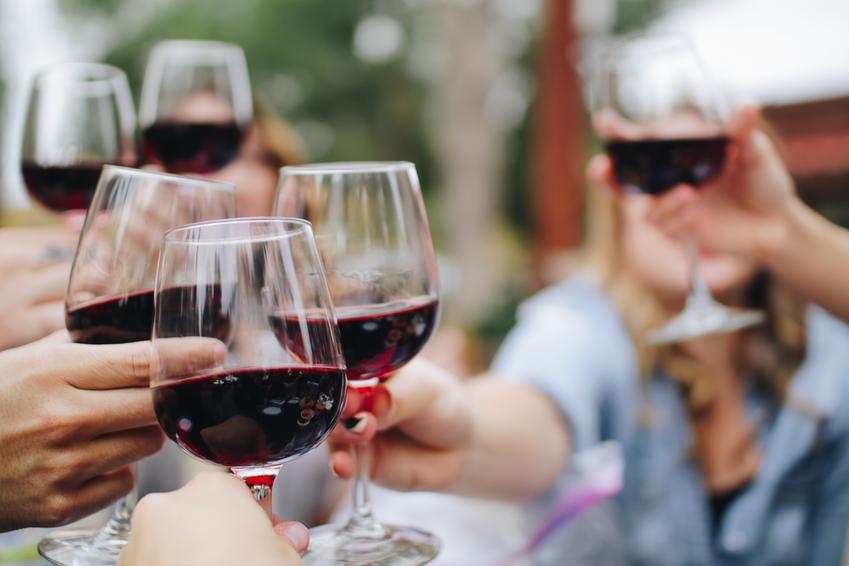 Rodzaje karafek i dekanterów do wina