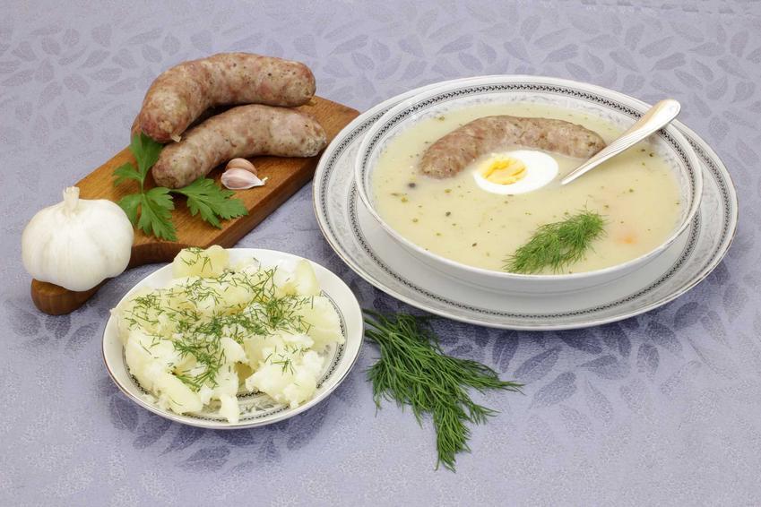 Żurek z kiełbasą, jajkiem, czosnkiem i przyprawami, a także najlepsze przepisy na żurek oraz składniki i wykonanie