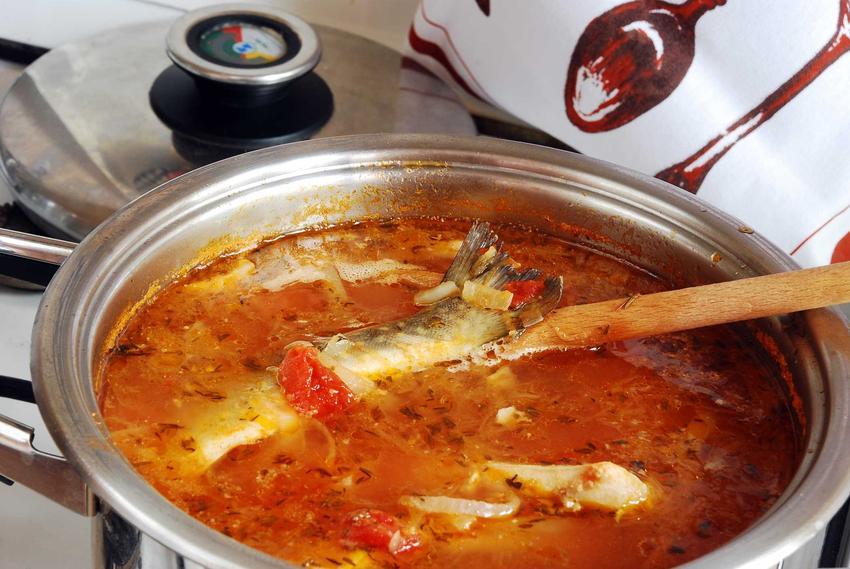 Wigilijna zupa rybna na kuchence, a także przygotowanie krok po kroku, najlepsze przepisy i składniki