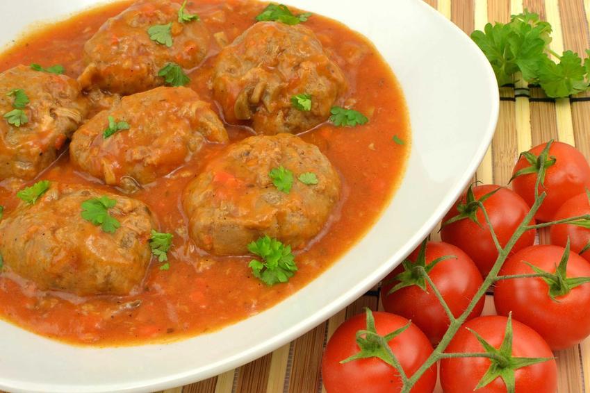 Gołąbki bez zawijania i bez ryżu w sosie pomidorowym, a także przepisy, wykonanie i składniki