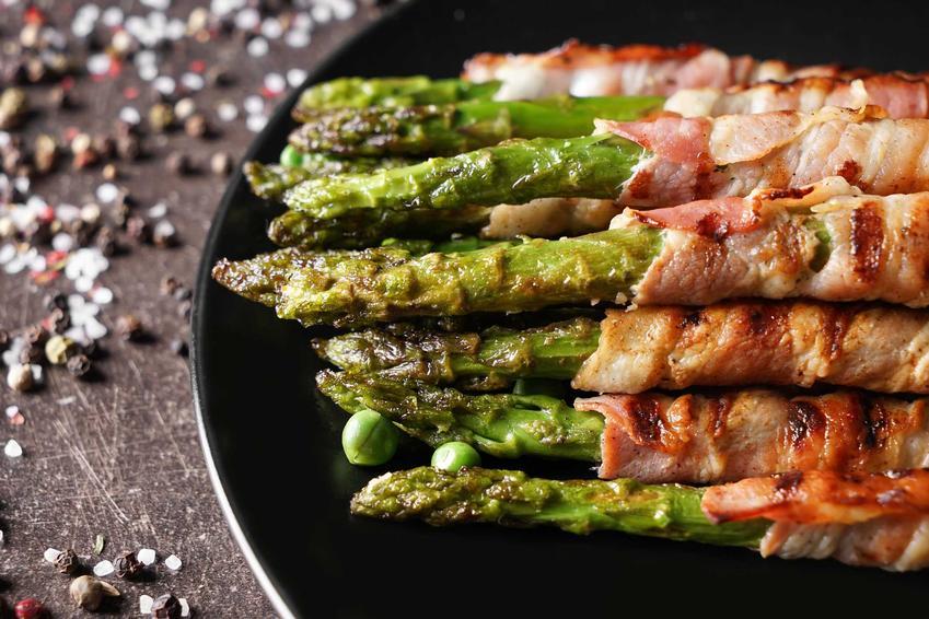 Szparagi w boczku z piekarnika z solą i pieprzem, a także sposób przygotowania, najlepsze przepisy i składniki
