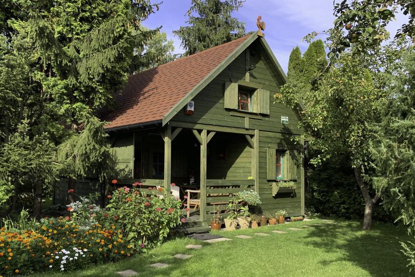 Drewniane domki ogrodowe dla miłośników wypoczynku na świeżym powietrzu
