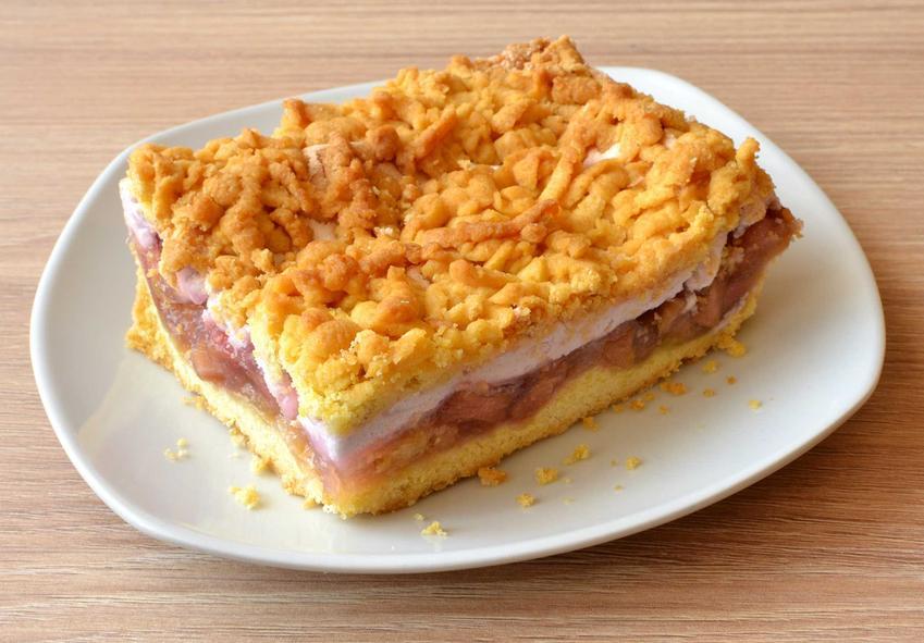 Kruche ciasto z rabarbarem z kruszonką i pianką z białek na mące krupczatce, a także proste przepisy na ciasta z rabarbarem i truskawkami krok po kroku