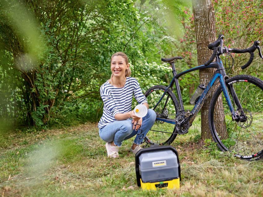ALT: Terenowa myjka ciśnieniowa pozwoli umyć rower, obuwie, psie łapy - idealna dla aktywnych!