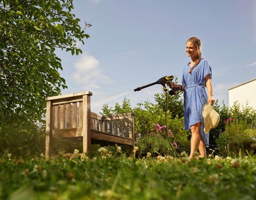 Bezprzewodową myjką ręczną umyjesz meble ogrodowe, pojazdy, dekoracje ogrodowe - bez wysiłku