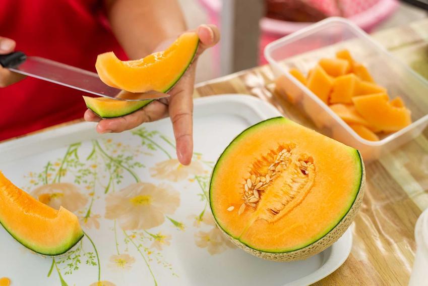 Obieranie melona miodowego ze skórki, a także jak obrać melona krok po kroku, domowe sposoby i porady