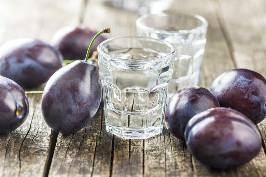 Śliwowica, czyli wódka ze śliwek zrobiona na drożdżach gorzelnianych, a także rodzaje drożdży, opis, ceny i zastosowanie