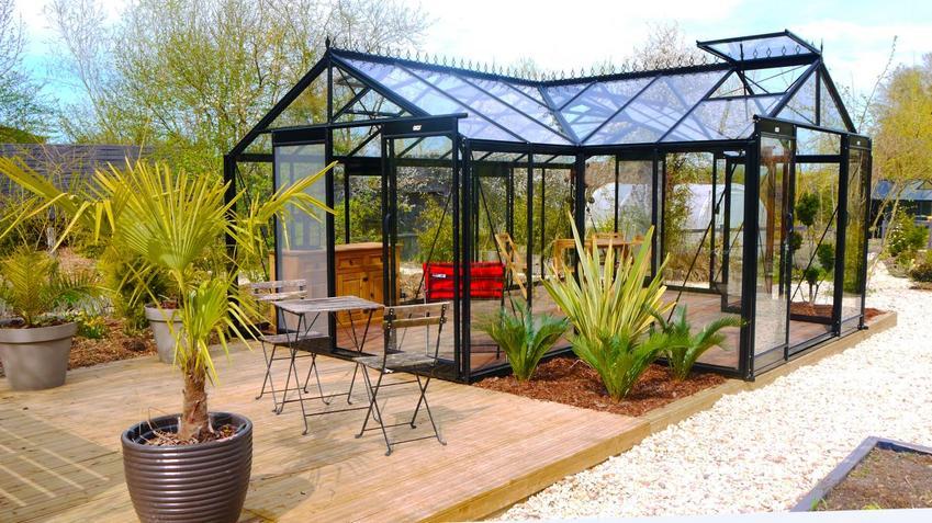 Oranżeria ogrodowa - idealny element wypoczynkowy Twojego ogrodu