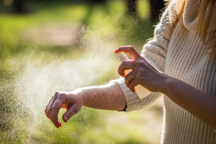 Chemiczne zwalczanie komarów za pomocą środków do spryskiwania ciała, najlepsze preparaty oraz zastosowanie