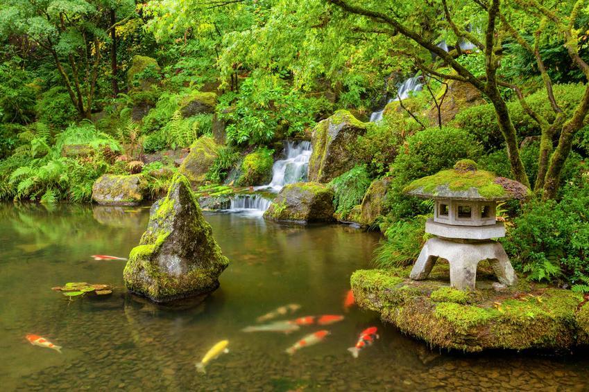 Ogród w stylu japońskim. Sprawdź, jakie meble będą do niego pasować!