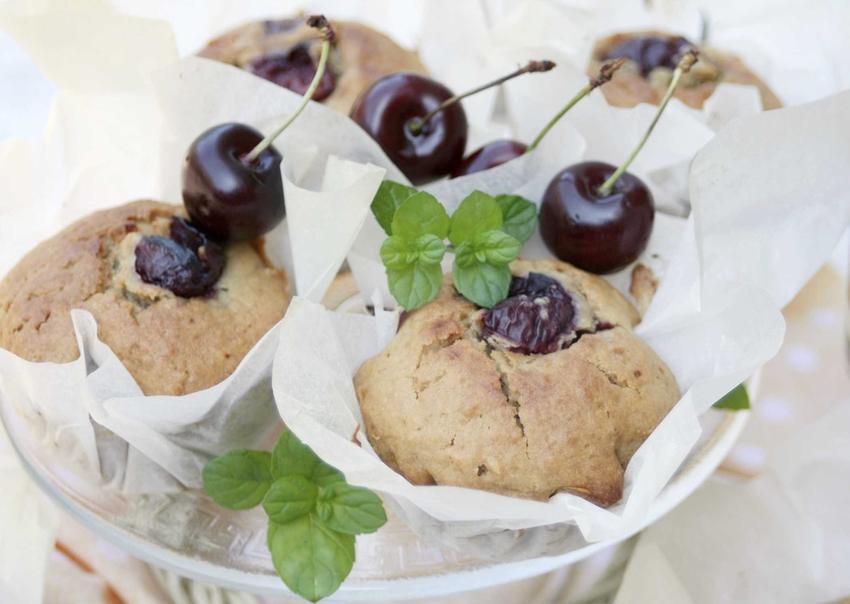 Babeczki z czereśniami, a także inne proste i ciekawe przepisy na ciasto z czereśniami - przegląd TOP 5