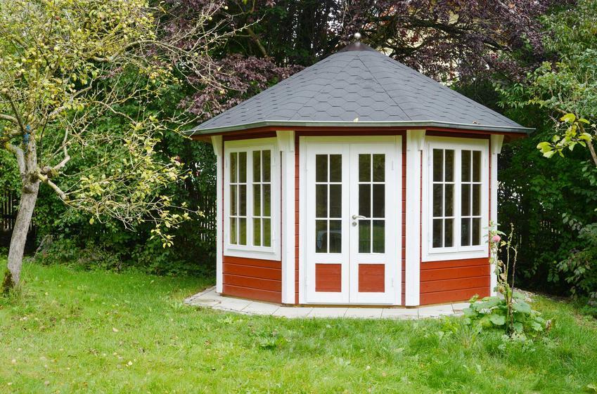 Budowa altany ogrodowej - wymogi prawne i koszty