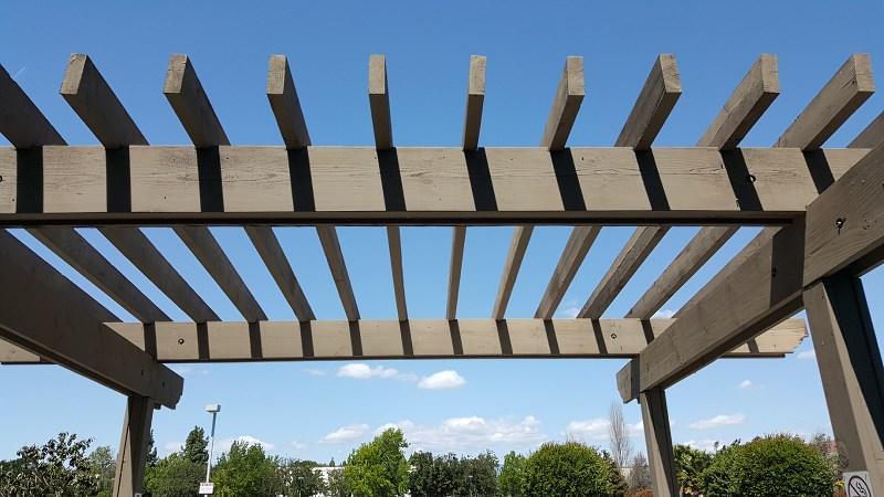 Drewniana pergola ogrodowa, a także wysokie pergole ogrodowe, rodzaje, zastosowanie, opinie, poradnik jak zrobić