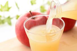 Sok jabłkowy – właściwości, najlepsze sposoby na wyciskanie i tłoczenie