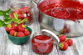 Konfitura z truskawek - przepis na tradycyjne przetwory truskawkowe
