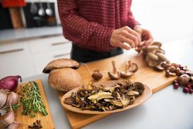 Jak suszyć grzyby w domu? Najlepsze sposoby do zastosowania w domu