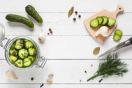 Sałatka z ogórków na zimę - oto najlepsze przepisy do słoików