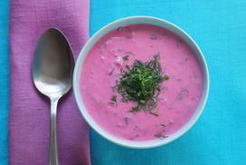 Chłodnik z buraków - 3 najlepsze przepisy na letnią zupę z buraczków