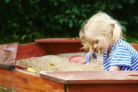 Piaskownice dla dzieci do ogrodu - rodzaje, ceny, opinie, wiodący producenci