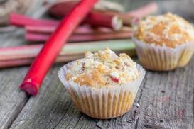 Muffinki z rabarbarem - poznaj najlepsze przepisy na owocowe babeczki