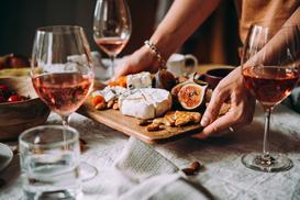 Jak wyklarować wino? Poznaj 3 sprawdzone sposoby na klarowanie wina