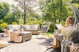 Strefa wypoczynkowa w ogrodzie – czego nie może w niej zabraknąć?