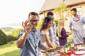Jak przygotować się na imprezę z grillowaniem?