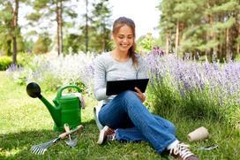 Aplikacje ogrodnicze na telefon i tablet - kto może z nich korzystać?