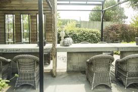 Jak wybrać meble ogrodowe, by cieszyć się nimi przez niejeden sezon?