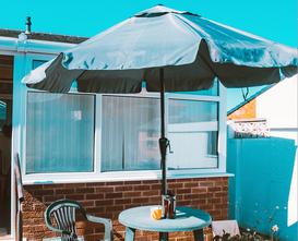 Parasole ogrodowe. Wygodny i stabilny parasol ogrodowy