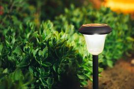 Lampy ogrodowe - najpopularniejsze typy